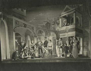 Production photograph, Romeo and Juliet (1949) by Desmond Tripp. Image courtesy of University of Bristol Theatre Collection.