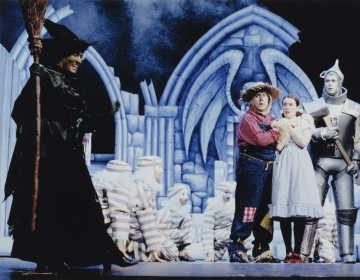 Production photograph, The Wizard of Oz (2001) by Graham Burke. Image courtesy of University of Bristol Theatre Collection.